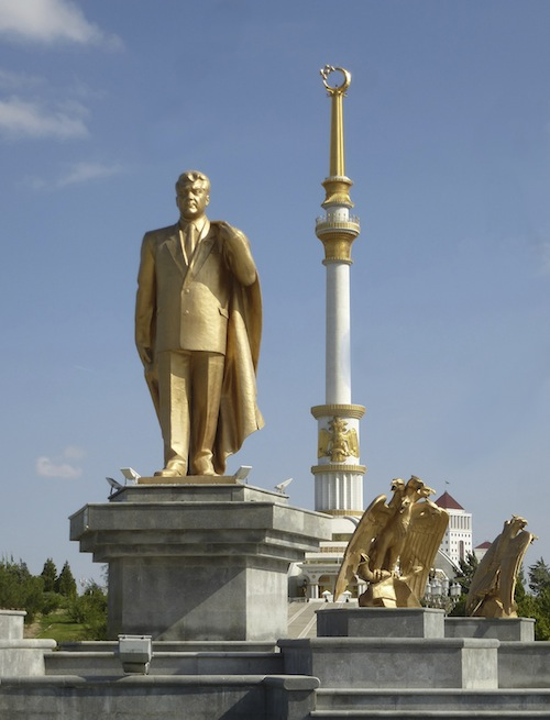 Independence Monument and Presidential statue